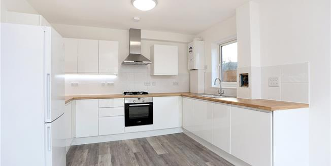 Guide Price £280,000, 2 Bedroom Flat For Sale in West Sussex, RH13