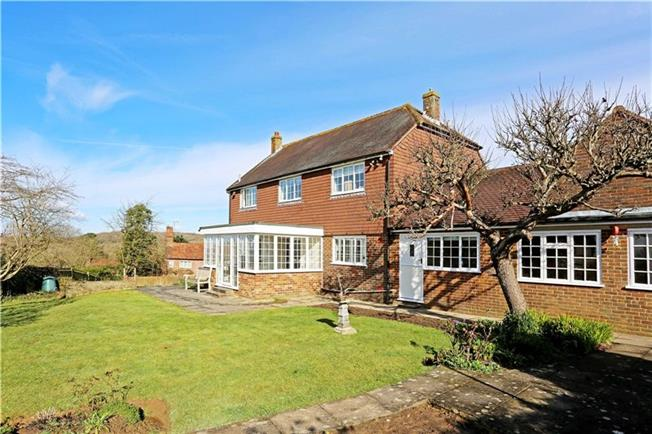 Guide Price £599,950, 4 Bedroom Detached House For Sale in Rudgwick, RH12