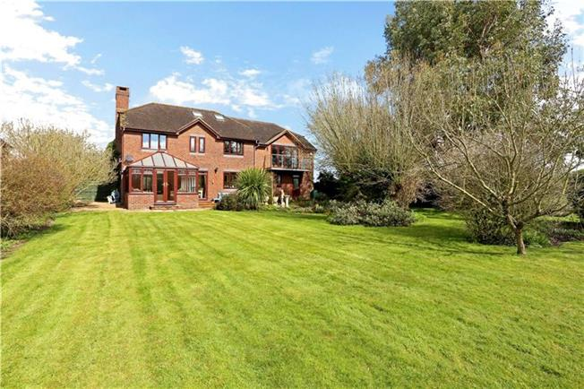 Guide Price £845,000, 5 Bedroom Detached House For Sale in Coolham, RH13