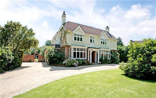 Guide Price £1,100,000, 5 Bedroom Detached House For Sale in Maplehurst, RH13