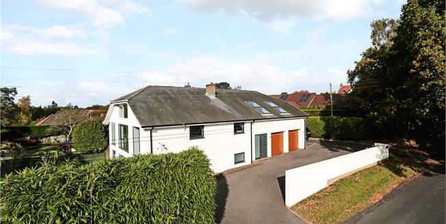 Guide Price £950,000, 5 Bedroom Detached House For Sale in West Chiltington, RH20