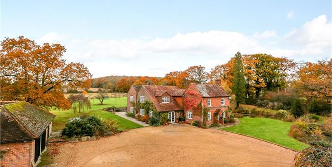 Guide Price £1,695,000, 5 Bedroom Detached House For Sale in Billingshurst, RH14