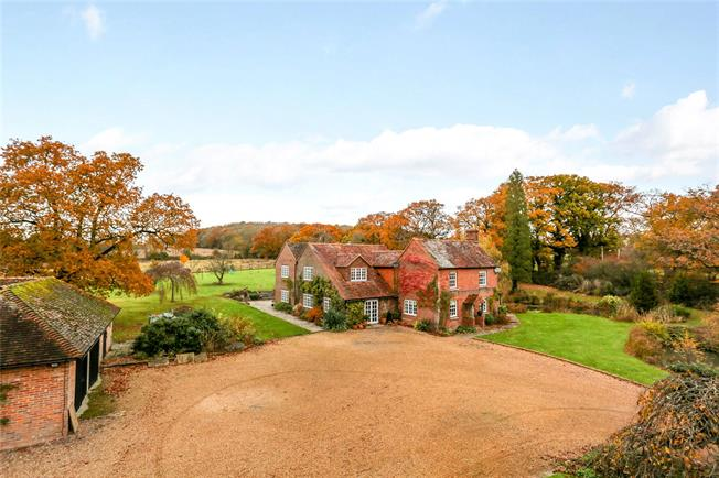 Guide Price £1,695,000, 5 Bedroom Detached House For Sale in Billingshurst, RH14