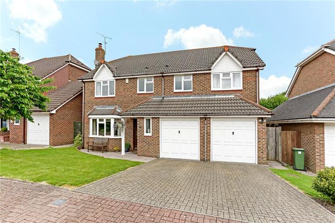 Guide Price £675,000, 5 Bedroom Detached House For Sale in Horsham, RH12