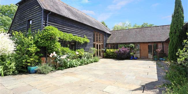 Guide Price £1,395,000, 4 Bedroom House For Sale in Billingshurst, West Susse, RH14