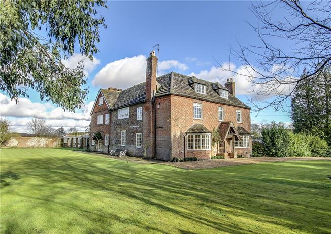 Guide Price £1,650,000, 7 Bedroom Detached House For Sale in Henfield, BN5