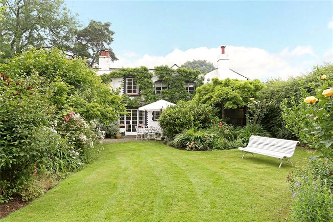 Guide Price £850,000, 4 Bedroom Detached House For Sale in West Chiltington, RH20
