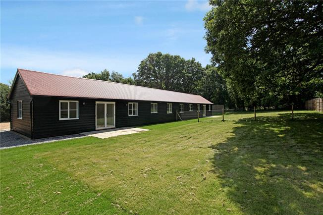 Guide Price £399,950, 2 Bedroom House For Sale in Billingshurst, West Susse, RH14