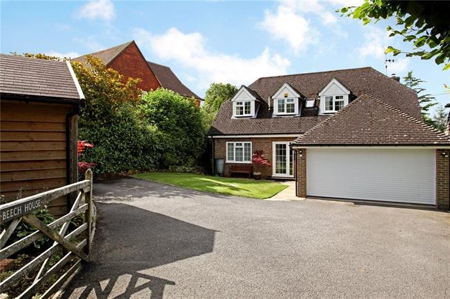 Guide Price £750,000, 4 Bedroom Detached House For Sale in Horsham, RH13