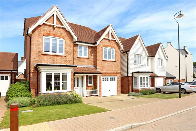 Fixed Price £645,000, 4 Bedroom Detached House For Sale in West Sussex, RH12