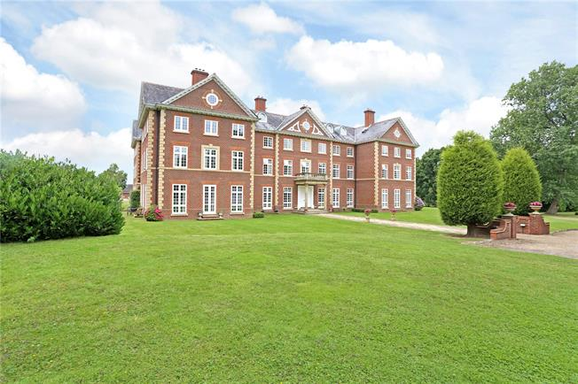 Guide Price £410,000, 2 Bedroom Flat For Sale in Warnham, RH12