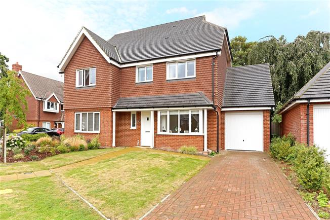 Guide Price £425,000, 3 Bedroom Semi Detached House For Sale in Horsham, RH12