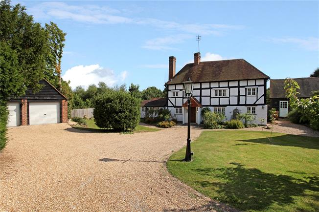 Guide Price £925,000, 5 Bedroom Detached House For Sale in Horsham, West Sussex, RH12