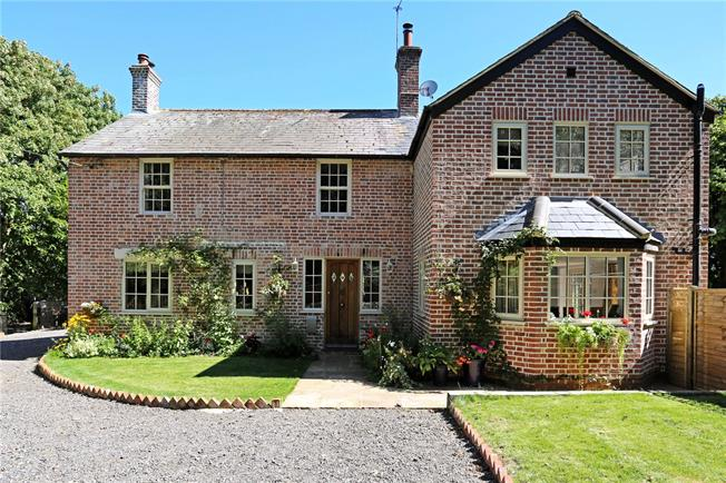 Guide Price £860,000, 5 Bedroom Detached House For Sale in West Chiltington, RH20