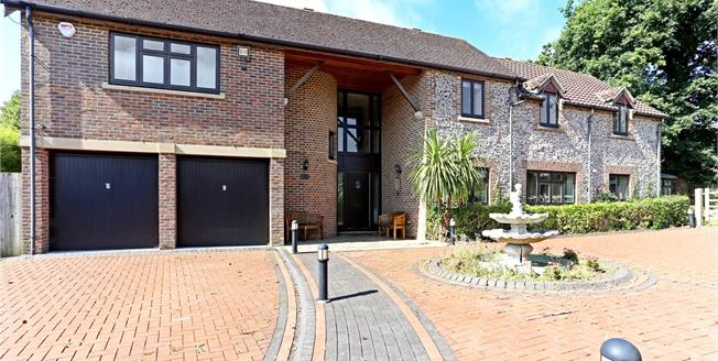 Guide Price £950,000, 5 Bedroom Detached House For Sale in West Sussex, RH12