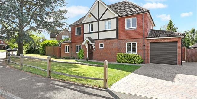 Guide Price £650,000, 4 Bedroom Detached House For Sale in West Sussex, RH12