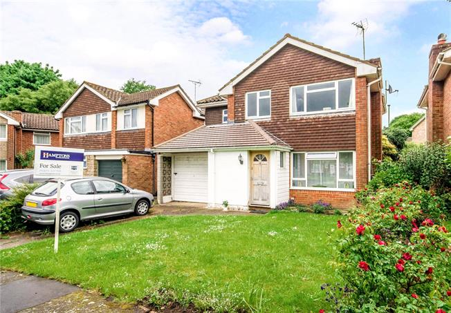 Guide Price £460,000, 4 Bedroom Detached House For Sale in West Sussex, RH13