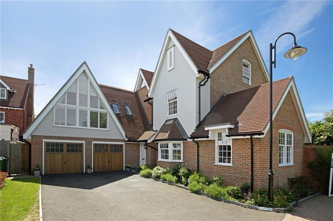 Guide Price £799,950, 4 Bedroom Detached House For Sale in Horsham, West Sussex, RH12