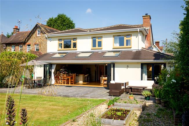 Guide Price £925,000, 5 Bedroom Detached House For Sale in Horsham, RH12