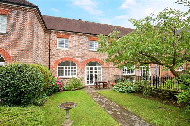 Guide Price £575,000, 3 Bedroom Terraced House For Sale in Horsham, RH12
