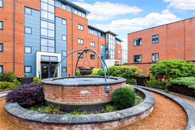 Offers in excess of £255,000, 2 Bedroom Flat For Sale in Horsham, RH12