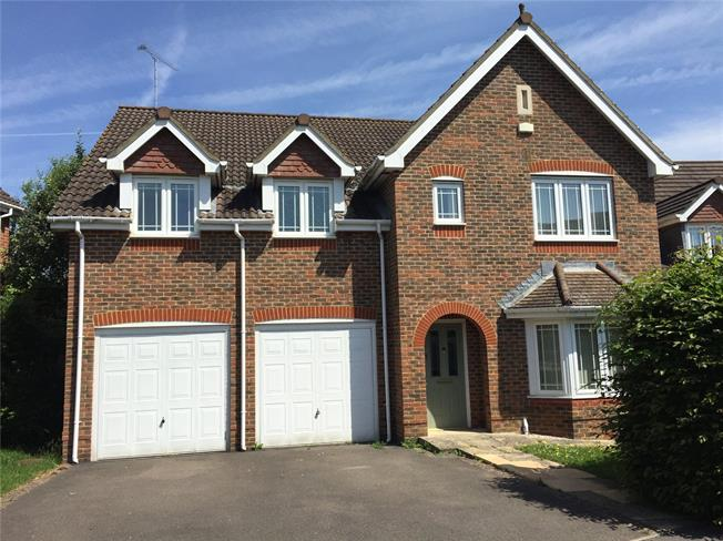 Guide Price £675,000, 5 Bedroom Detached House For Sale in Slinfold, RH13