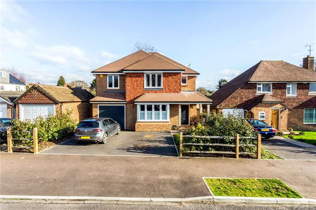Guide Price £799,995, 4 Bedroom Detached House For Sale in Horsham, RH13