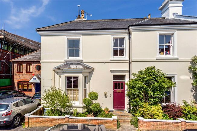 Guide Price £600,000, 3 Bedroom Semi Detached House For Sale in Horsham, RH12