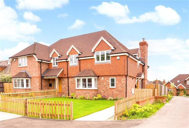 Guide Price £625,000, 4 Bedroom Semi Detached House For Sale in Rudgwick, Horsham, RH12