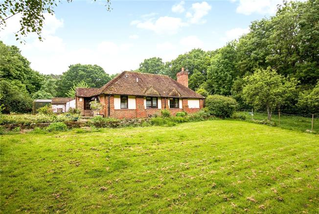 Guide Price £575,000, 3 Bedroom House For Sale in Wisborough Green, RH14