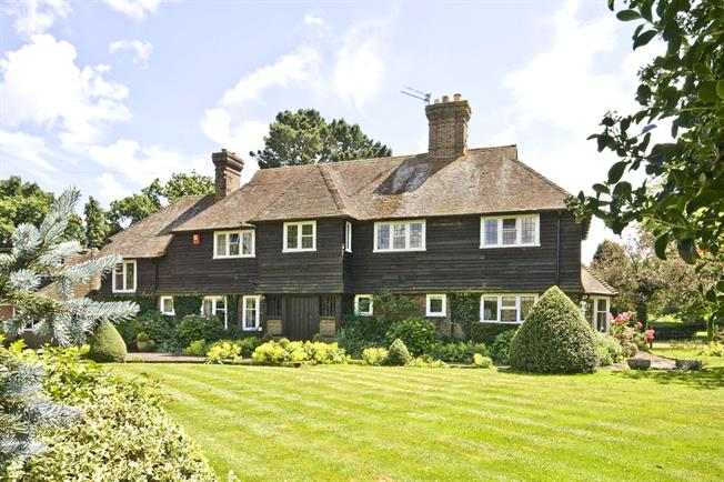 Guide Price £1,250,000, 5 Bedroom Detached House For Sale in West Sussex, RH13