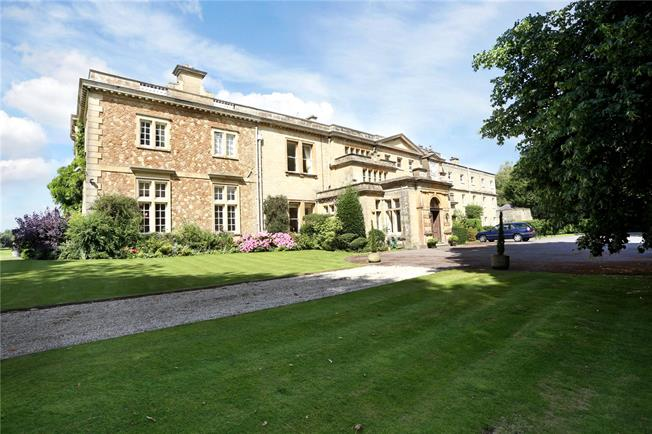 Guide Price £540,000, 3 Bedroom Flat For Sale in Pulborough, West Sussex, RH20