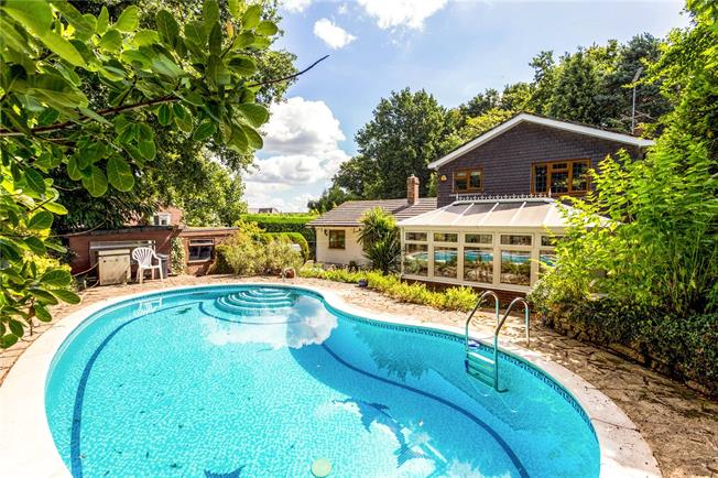 Guide Price £610,000, 3 Bedroom Detached House For Sale in West Chiltington, RH20