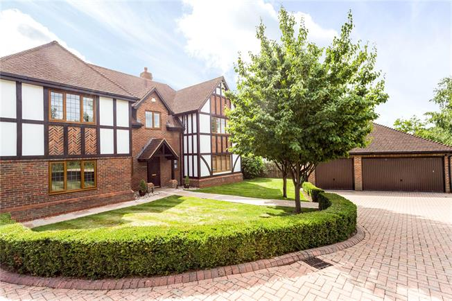 Guide Price £1,085,000, 5 Bedroom Detached House For Sale in Rusper, RH12