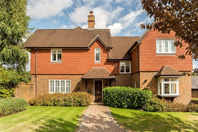 Guide Price £1,075,000, 5 Bedroom Detached House For Sale in Horsham, West Sussex, RH13