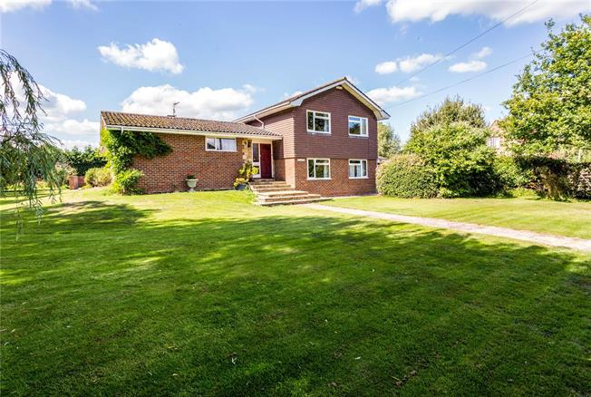 Guide Price £775,000, 5 Bedroom Detached House For Sale in West Sussex, RH13