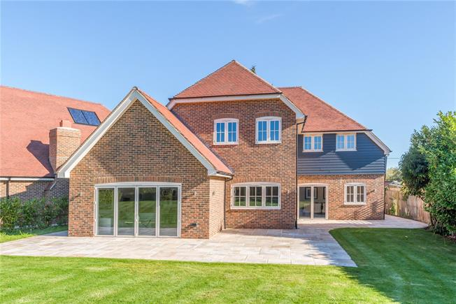 Guide Price £1,175,000, 5 Bedroom Detached House For Sale in Rudgwick, RH12