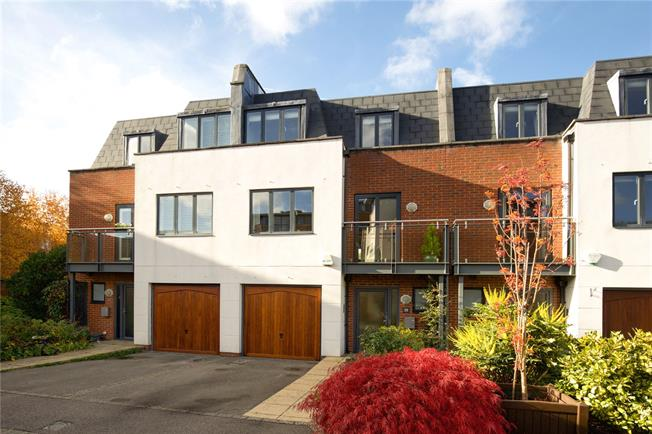 Offers in excess of £500,000, 3 Bedroom Mews House For Sale in Horsham, RH12
