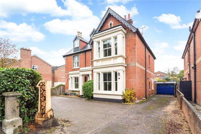 Guide Price £1,100,000, 5 Bedroom Detached House For Sale in Horsham, RH12
