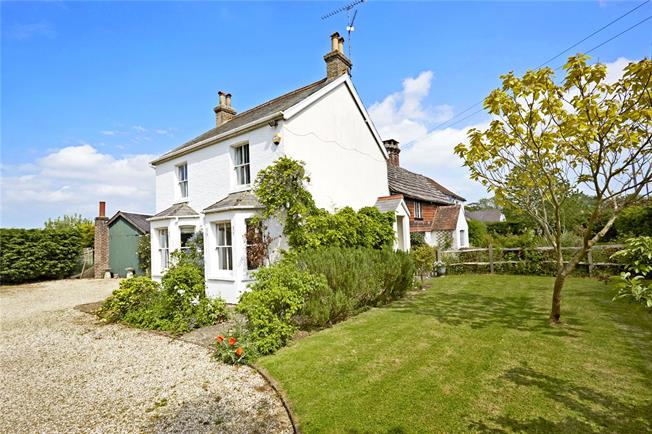 Guide Price £750,000, 5 Bedroom Detached House For Sale in Horsham, West Sussex, RH13