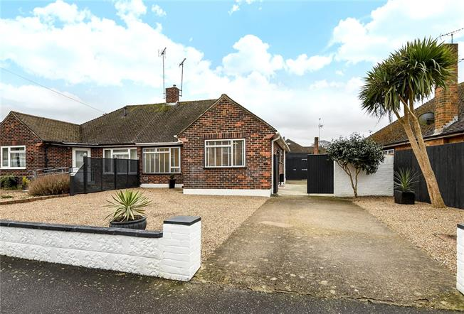 Asking Price £385,000, 2 Bedroom Bungalow For Sale in Horsham, RH12