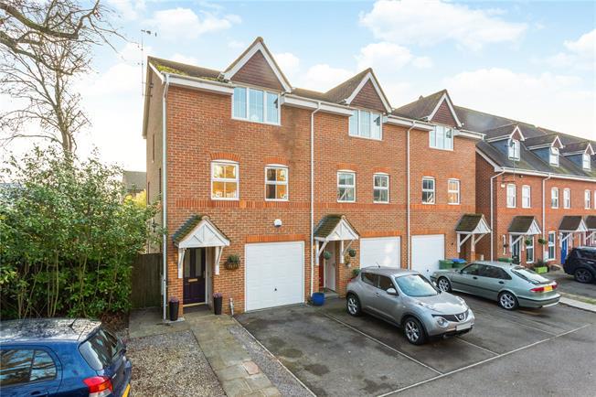 Guide Price £425,000, 4 Bedroom End of Terrace House For Sale in Broadbridge Heath, RH12
