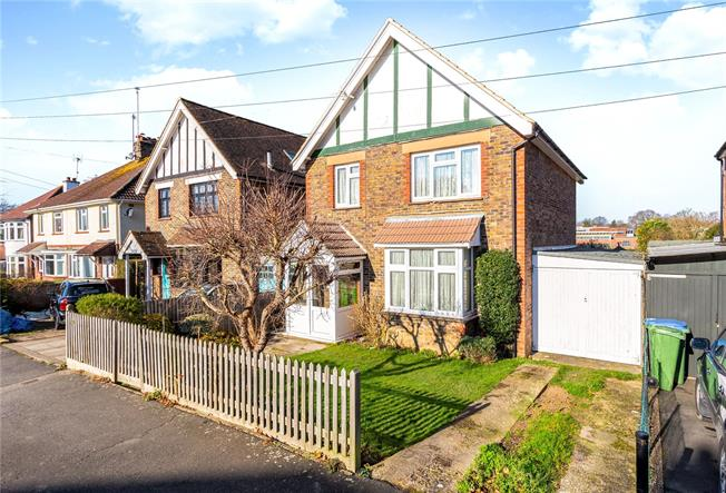 Offers in excess of £500,000, 3 Bedroom Detached House For Sale in Horsham, RH12