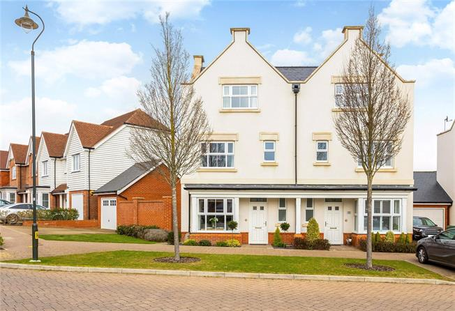 Guide Price £585,000, 4 Bedroom Semi Detached House For Sale in Horsham, RH12