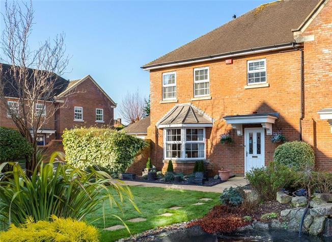 Guide Price £585,000, 3 Bedroom Mews House For Sale in Horsham, RH12