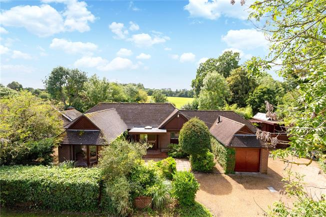 Guide Price £799,000, 4 Bedroom Bungalow For Sale in Horsham, West Sussex, RH13