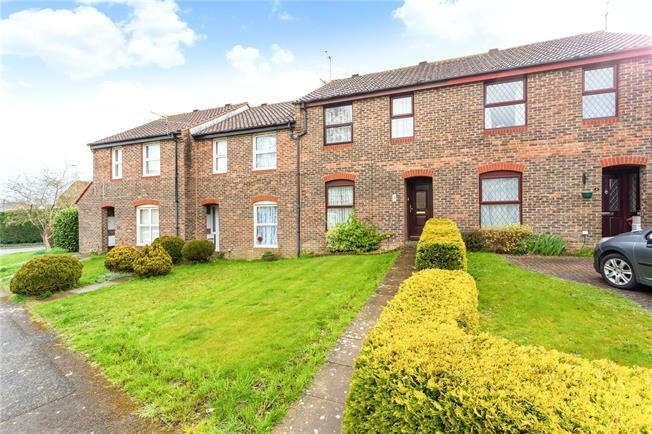 Guide Price £275,000, 3 Bedroom Terraced House For Sale in Horsham, RH12