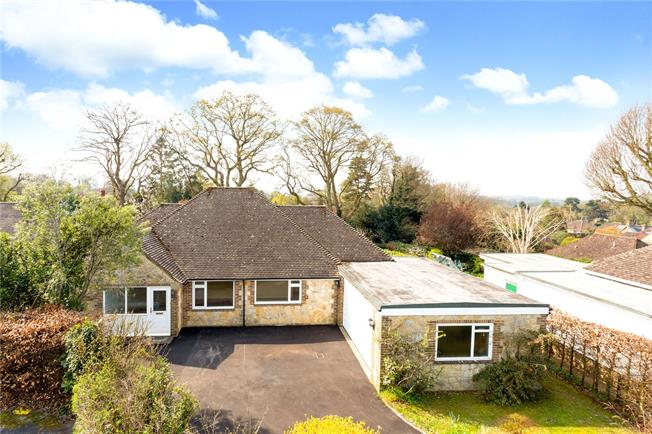 Guide Price £575,000, 4 Bedroom Bungalow For Sale in Pulborough, West Sussex, RH20