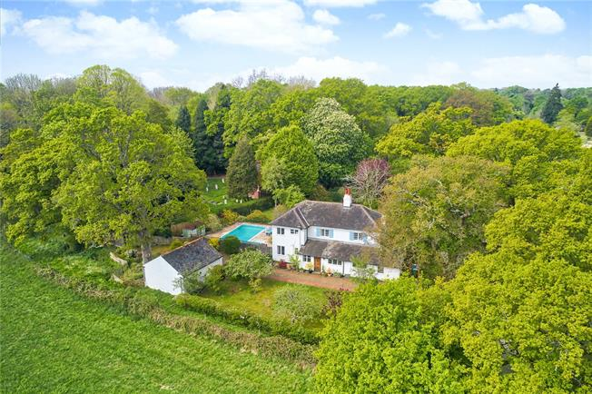 Guide Price £950,000, 4 Bedroom Detached House For Sale in Henfield, West Sussex, BN5