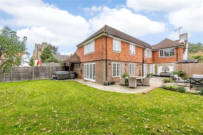 Guide Price £850,000, 4 Bedroom Detached House For Sale in Horsham, West Sussex, RH12